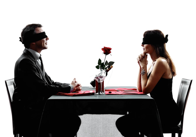 Paar beim Blind Date